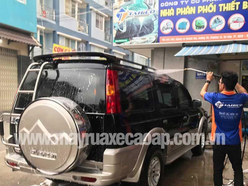 Sử dụng máy rửa xe